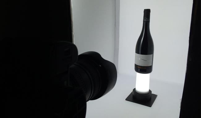 Studio photo de l'agence Avina pour les packshots bouteille